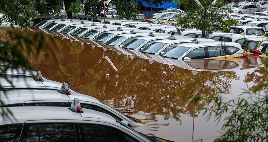 43 morts et une dizaine de disparus dans des inondations en Indonésie