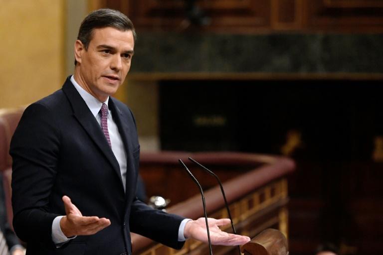 Pedro Sanchez défend sa candidature et le dialogue en Catalogne
