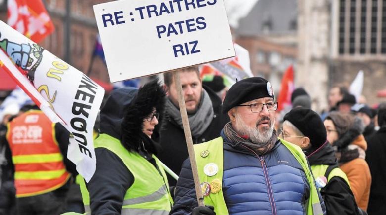 Le gouvernement français veut aller au bout sur les retraites, la grève se poursuit