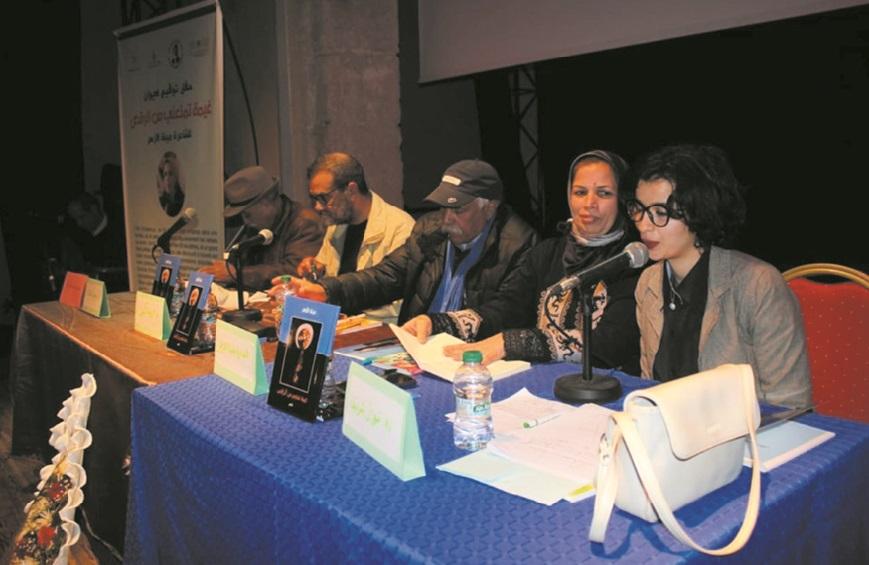 Mina El Azhar présente son premier recueil de poésie à Azemmour et El Jadida