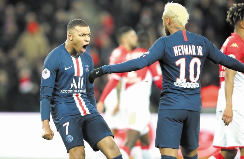 Mbappé et Neymar, joueurs les plus chers des clubs champions en Europe