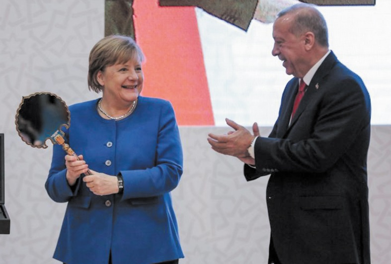 En recevant Merkel, Erdogan met en garde contre une propagation du chaos libyen