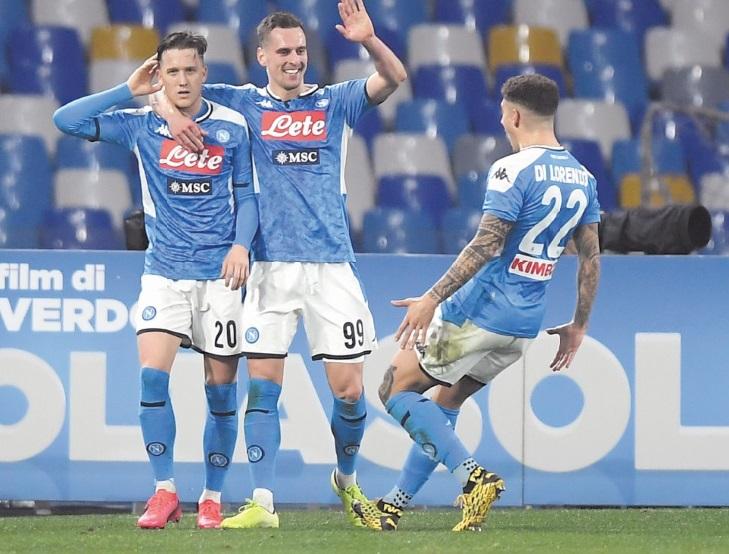 Calcio : Naples fait tomber la Juventus