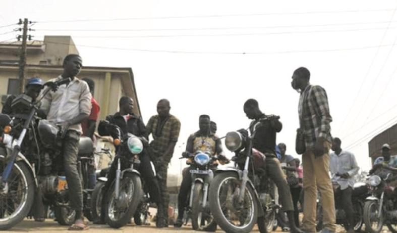 """Sans les taxis-motos, le quotidien à Lagos est devenu un """"enfer"""""""