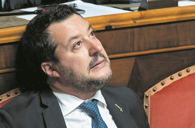 Salvini, le chef de l'extrême droite italienne, touché mais pas coulé