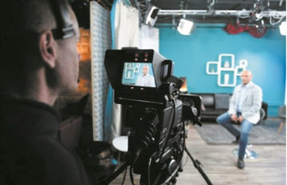 Avec Dikh TV, les Roms hongrois passent du ghetto au studio
