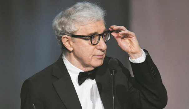Woody Allen va publier ses mémoires Ronan Farrow scandalisé