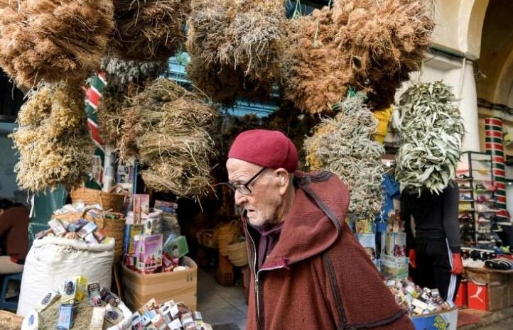 Face au coronavirus, les herboristes de Tunis font le plein