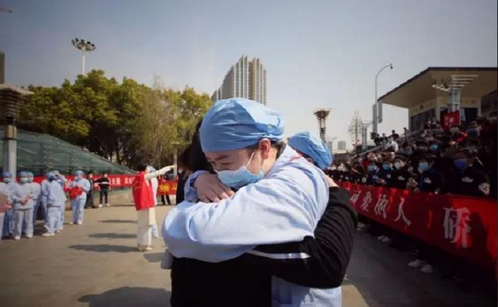 La lueur d'espoir vient de Chine : Vers la fin du confinement à Wuhan