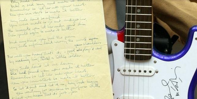 """Les paroles manuscrites du """"Hey Jude"""" des Beatles vendues 910.000 dollars"""