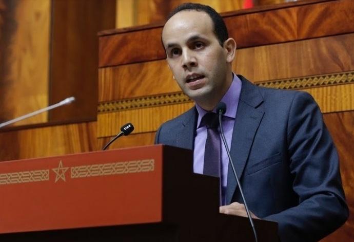 Choukrane Amam devant la Chambre des représentants