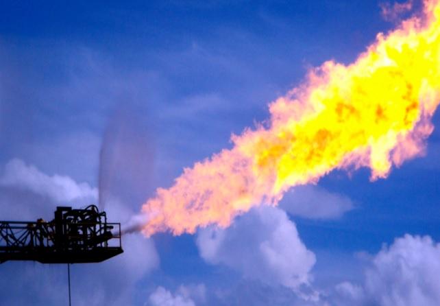 Le volume des gaz torchés dans le monde rebondit