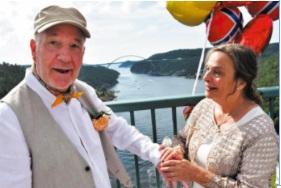 Coronavirus : Face aux restrictions, un couple suédo-norvégion se marie à la frontière