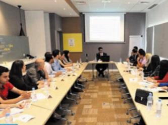 Le gouvernement parallèle des jeunes plaide pour un  enseignement hybride et un allègement des programmes