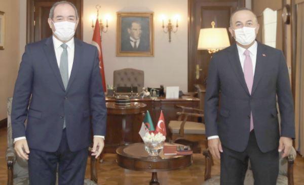 """LaTurquie doit cesser ses """" menaces"""" pour que des négociations s'engagent, souligne le Premier ministre grec"""