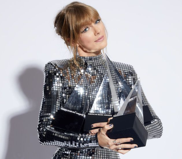 Taylor Swift égalise un record détenu par Whitney Houston