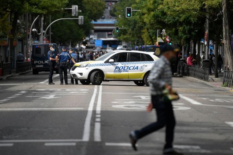 Les Madrilènes restent à la maison Les Etats-Unis frôlent les 200.000 morts