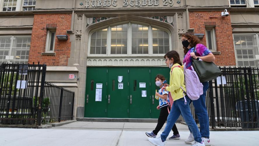 Les écoles fermées dans certains quartiers de New York pour empêcher une deuxième vague