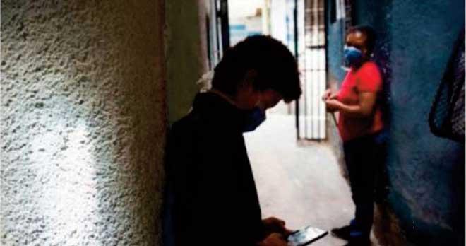 """""""A la pêche au wifi"""" pour assister aux cours à distance au Venezuela"""
