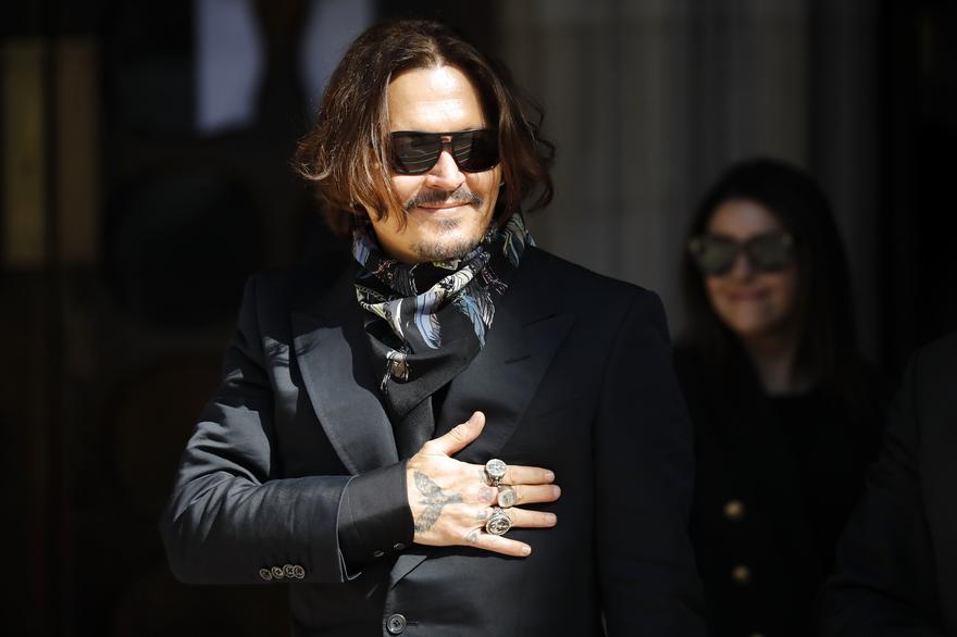 """Johnny Depp toujours en guerre contre """"The Sun """""""