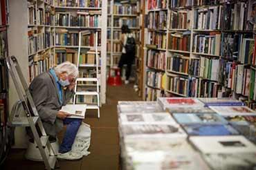 Fermées pour le confinement, les petites librairies anglaises s ' organisent pour rivaliser avec Amazon