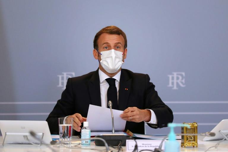 Macron allège le confinement et appelle à la responsabilité