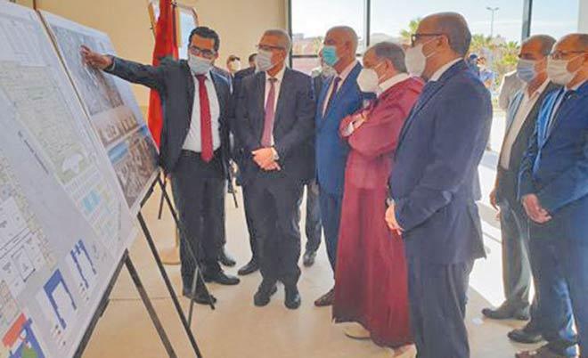 Mohamed Benabdelkader s'enquiert du chantier de construction du nouveau siège du tribunal de première instance de Dakhla