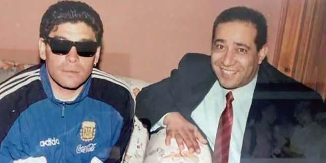Diego Maradona en compagnie d'Abderrahim Dezzaz en Argentine en 1994.