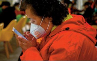 Les aînés en classe de smartphone en Chine
