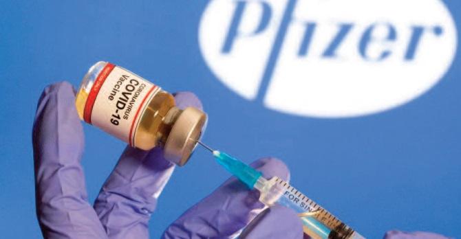 """Opération """"Vitesse de la lumière """": Comment Pfizer-BioNTech a gagné la course au vaccin"""
