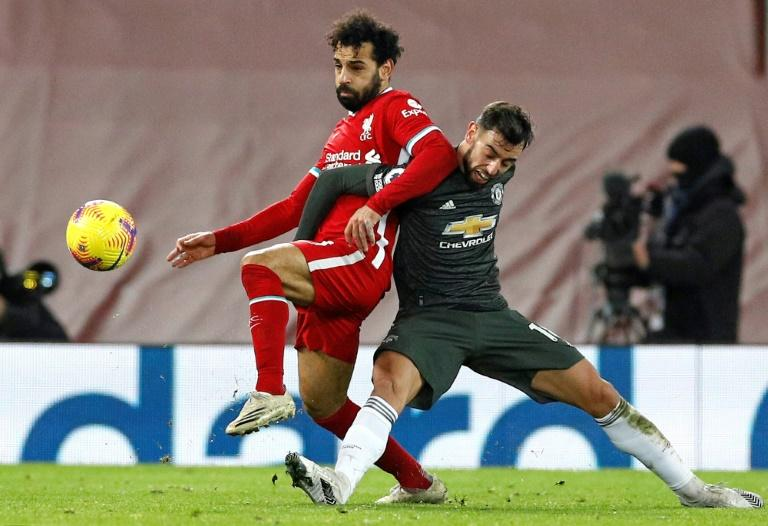 Manchester United résiste à Liverpool, City se rapproche