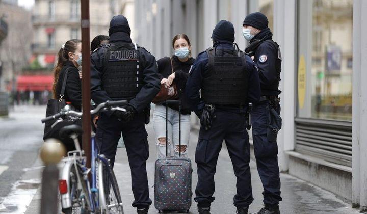 La France marche sur des œufs pour éviter le reconfinement