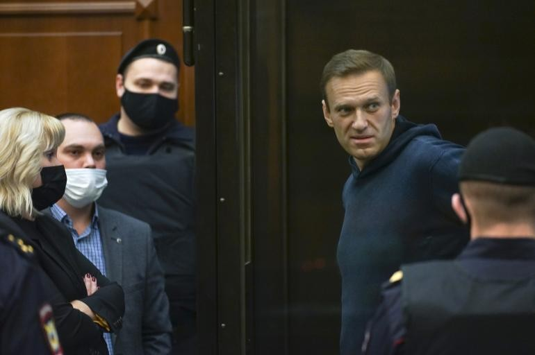 Navalny envoyé en prison pour près de trois ans, tollé occidental