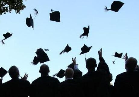 Doctorat et activité professionnelle: Une ambition louable confrontée à un équilibre précaire