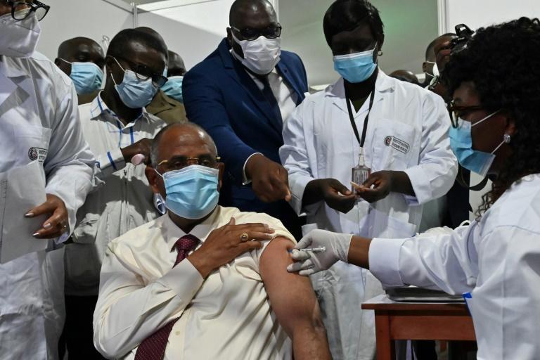 La vaccination gagne du terrain: Ghana et Côte d'Ivoire lancent Covax