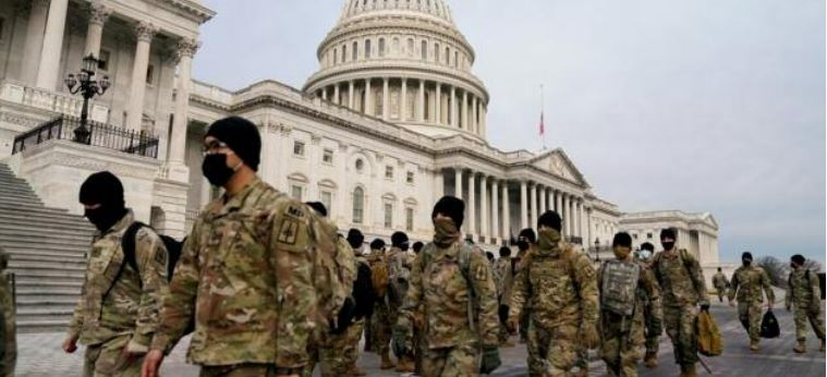 Armée américaine et insurgés du Capitole