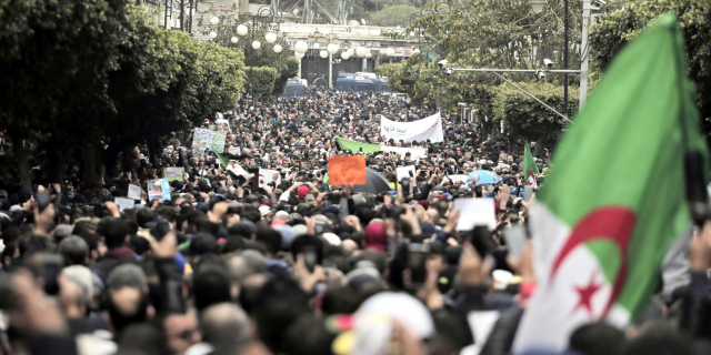 Les étudiants algériens réinvestissent les rues pour réclamer le changement radical
