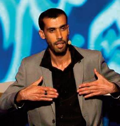 """Omar Raji qualifié à la 3ème étape du """"Prince des Poètes """" à Abu Dhabi"""
