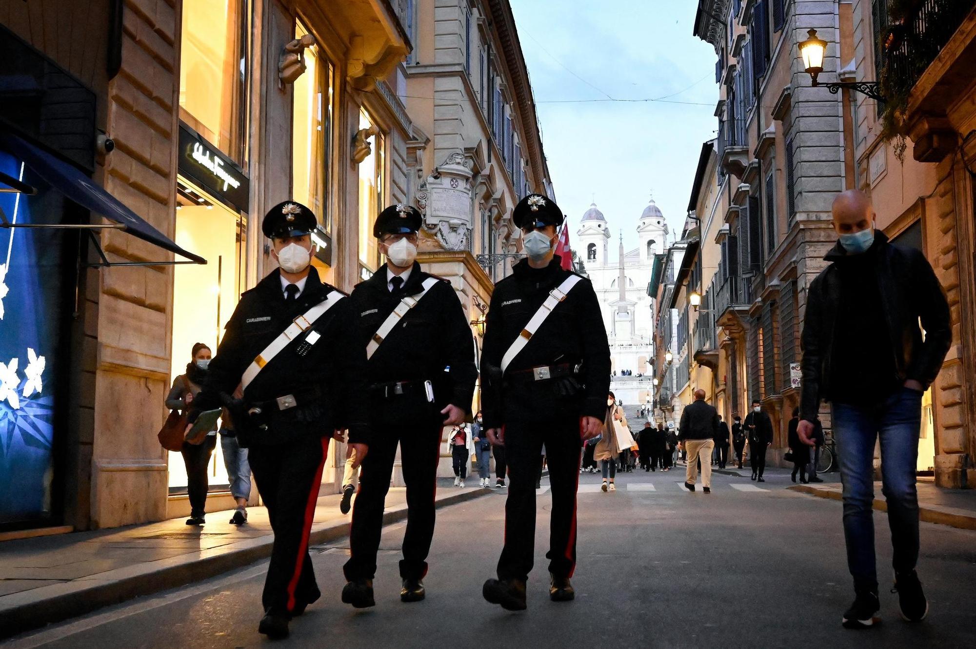 L'Italie reconfine, le Portugal desserre l'étau