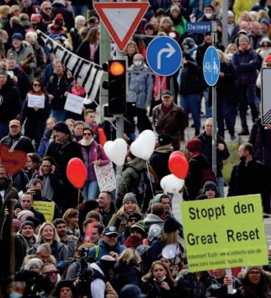 Manifestations contre les restrictions en Europe, heurts en Allemagne