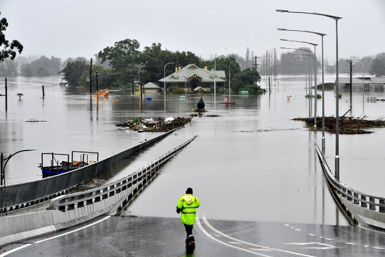 Face aux inondations, l'Australie déploie les grands moyens pour évacuer des habitants
