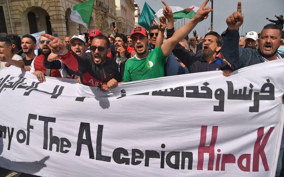 Arrestation de plusieurs manifestants lors d' une marche du Hirak à Alger