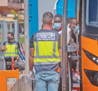 Arrestation de 20 passeurs de migrants vers l'Espagne