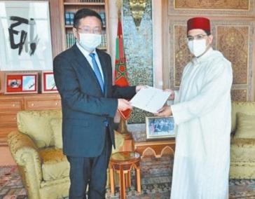 De nouveaux ambassadeurs présentent les copies figurées de leurs lettres de créance
