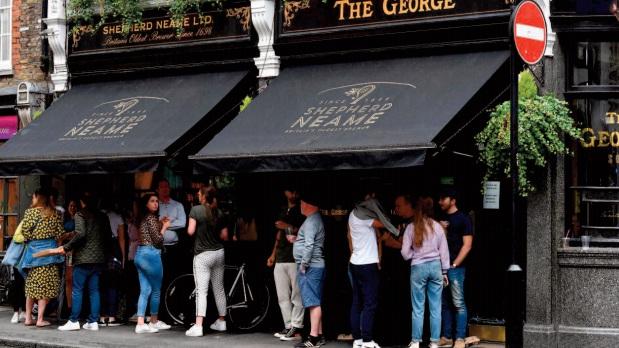 Les pubs rouvrent en Angleterre