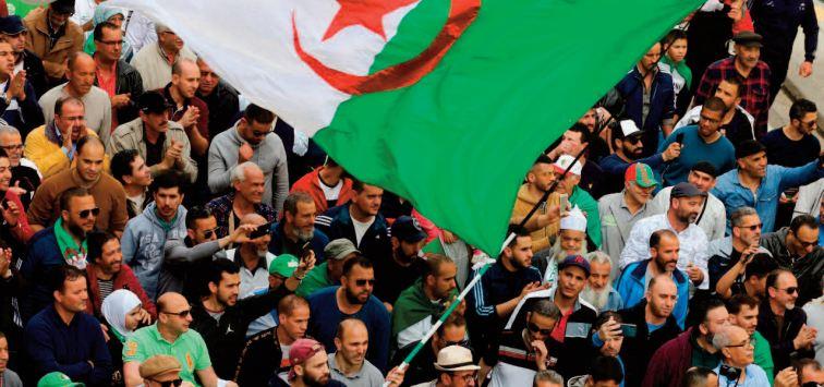Plus de 800 manifestants arrêtés au 118ème vendredi du Hirak algérien