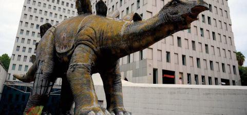 Un homme retrouvé mort dans une reproduction de dinosaure