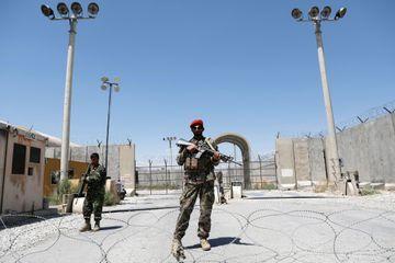 Les soldats afghans seuls face à la menace des talibans