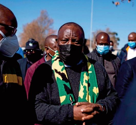 Le président sud-africain lève la plupart des restrictions anti-Covid