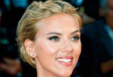 "Scarlett Johansson attaque Disney pour la sortie en streaming de ""BlackWidow """